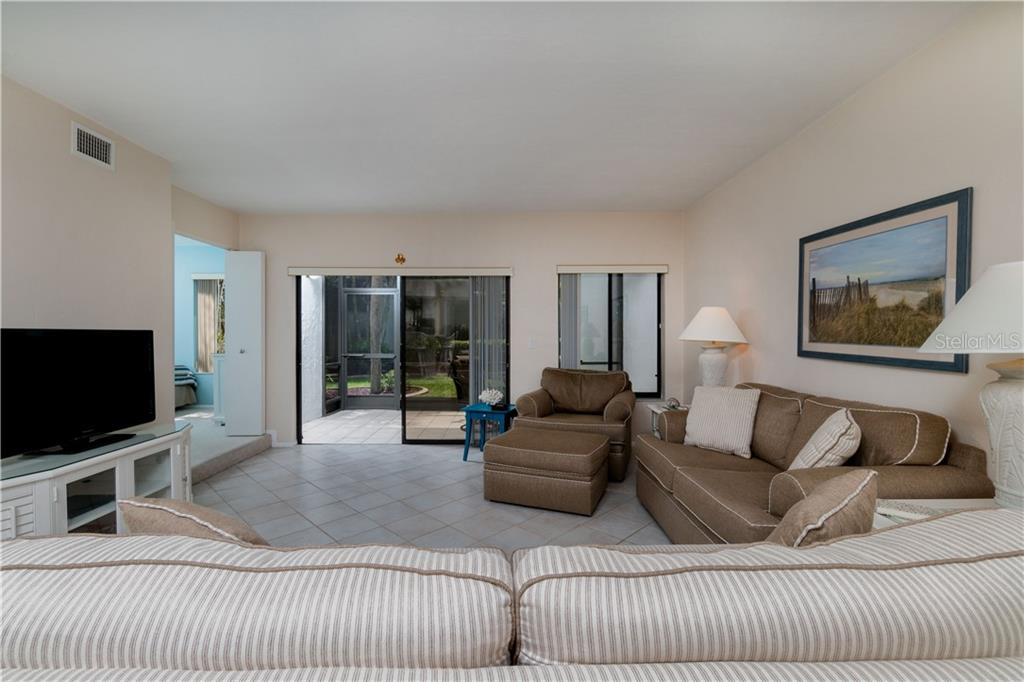 Living area - Condo for sale at 2955 N Beach Rd #b612, Englewood, FL 34223 - MLS Number is D6101147