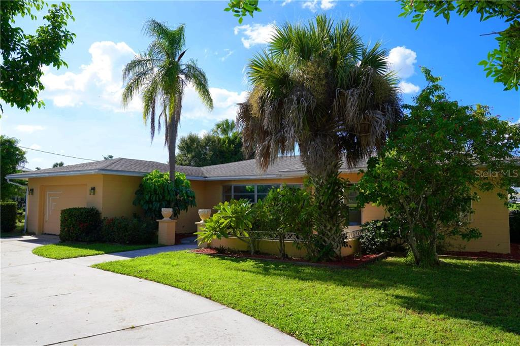 Front exterior - Single Family Home for sale at 506 Pine Cone Ln, Nokomis, FL 34275 - MLS Number is D6102959