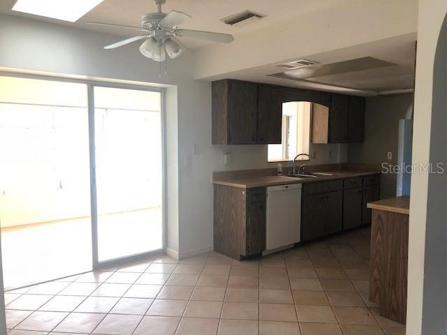 Kitchen - Single Family Home for sale at 541 Morrison Ave, Englewood, FL 34223 - MLS Number is D6103935