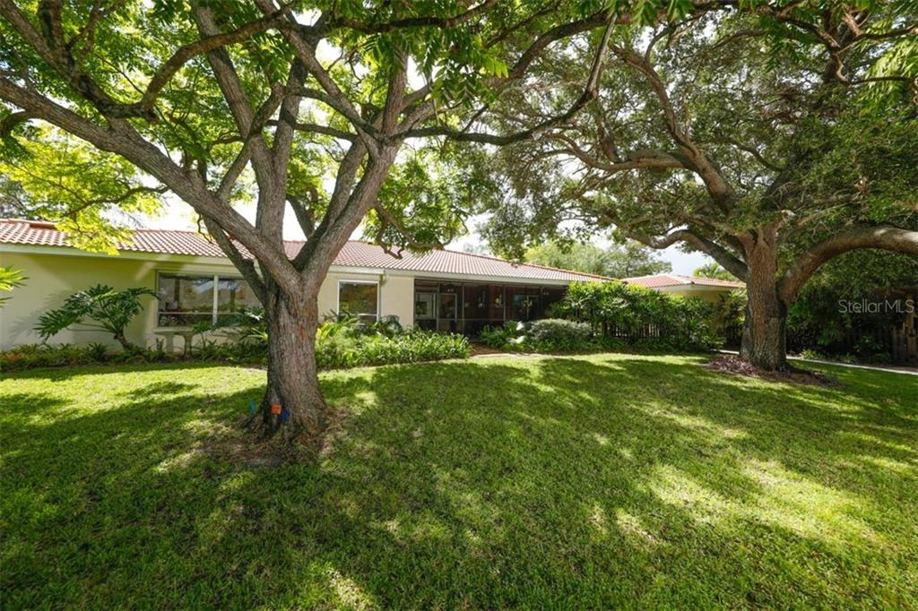 Single Family Home for sale at 140 S Oxford Dr, Englewood, FL 34223 - MLS Number is D6108024