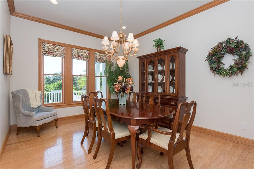 Formal dining area can hold a crowd or an intimate dinner party. - Single Family Home for sale at 550 S Oxford Dr, Englewood, FL 34223 - MLS Number is D6111512