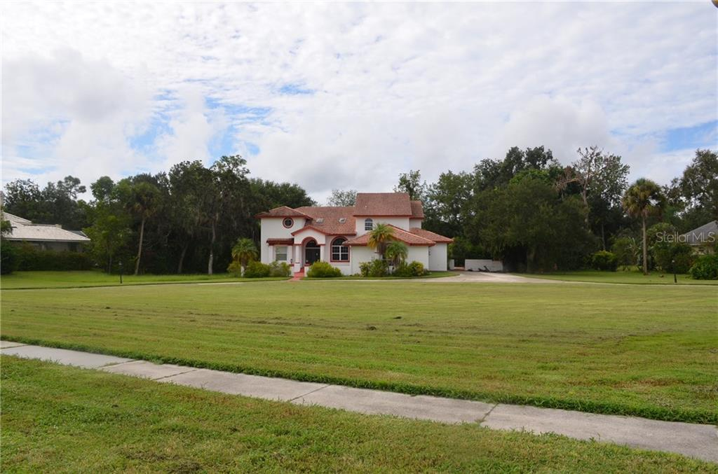 Huge front yard of home - Single Family Home for sale at 10206 Clubhouse Dr, Bradenton, FL 34202 - MLS Number is T3132327