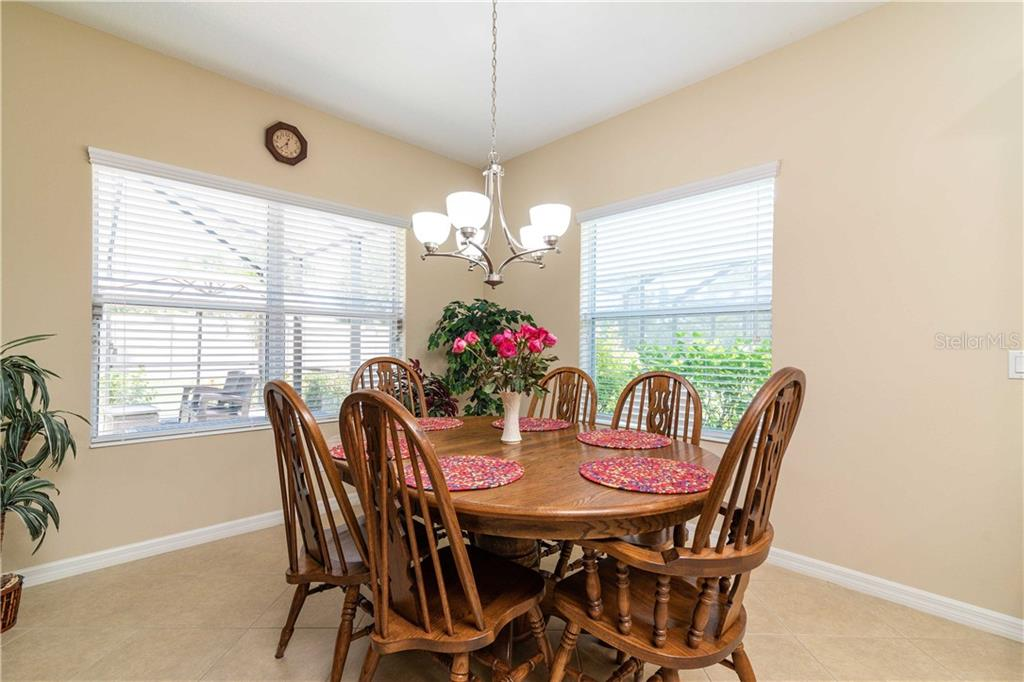 Single Family Home for sale at 7020 White Willow Ct, Sarasota, FL 34243 - MLS Number is T3258296
