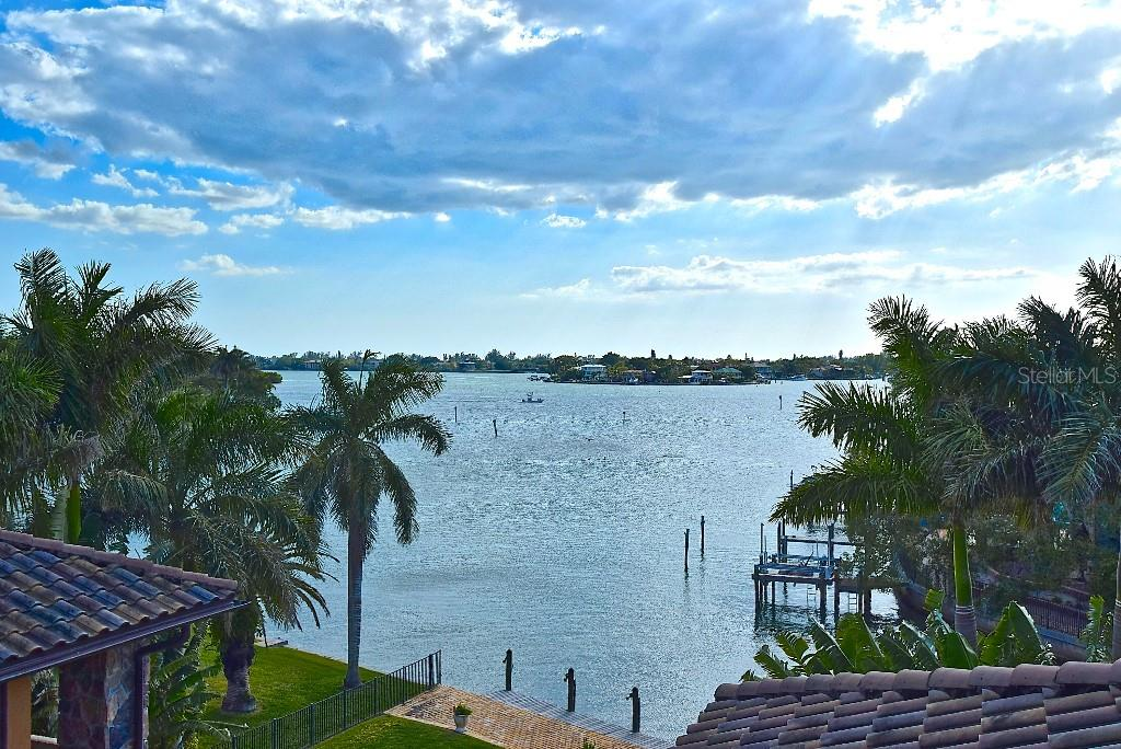 Single Family Home for sale at 3544 San Remo Ter, Sarasota, FL 34239 - MLS Number is W7819412