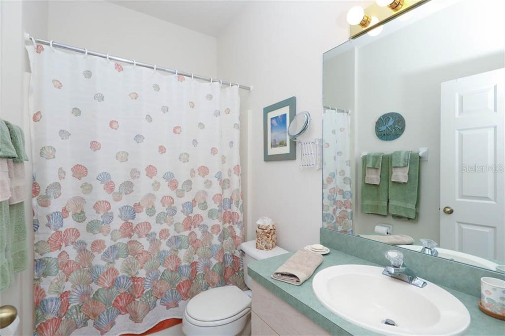 2nd Bath with combination tub/shower and single sink vanity. - Villa for sale at 3181 Matecumbe Key Rd #6, Punta Gorda, FL 33955 - MLS Number is C7409111