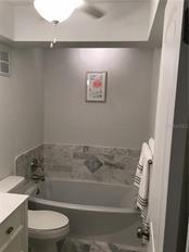 Bath 3 with soaking Tub - Single Family Home for sale at 1302 Pinebrook Way, Venice, FL 34285 - MLS Number is C7435367