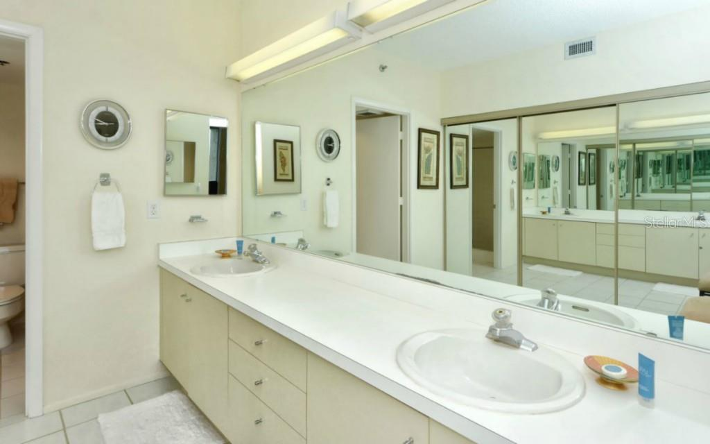 Condo for sale at 1125 Gulf Of Mexico Dr #404, Longboat Key, FL 34228 - MLS Number is A4119470