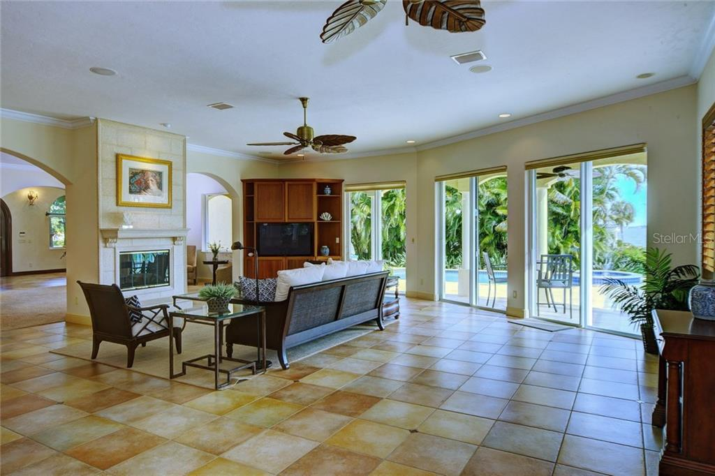 Single Family Home for sale at 580 Chipping Ln, Longboat Key, FL 34228 - MLS Number is A4143578