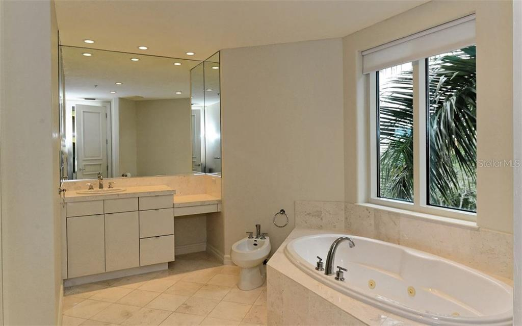 Master bathroom - Condo for sale at 500 S Palm Ave #41, Sarasota, FL 34236 - MLS Number is A4144835