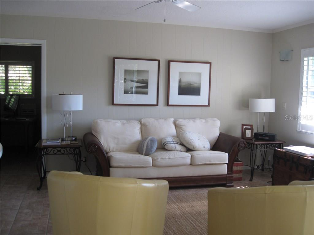 FAMILY ROOM - Single Family Home for sale at 908 Contento Cir, Sarasota, FL 34242 - MLS Number is A4176469