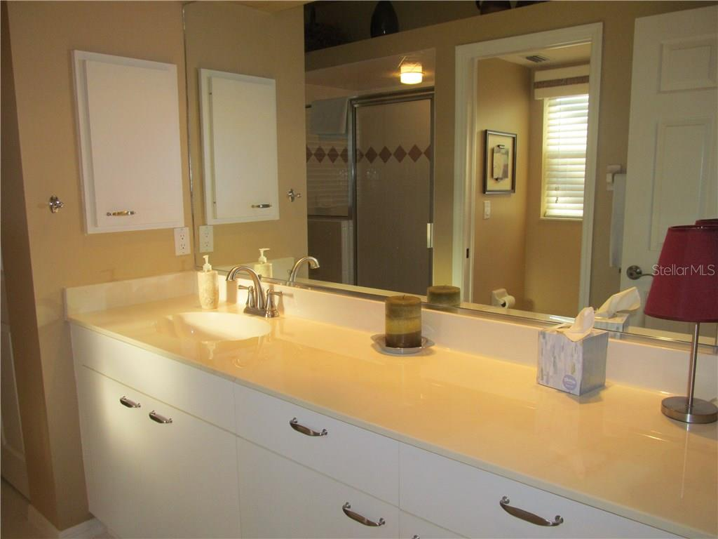 GUEST BATHROOM/POOL BATH. - Single Family Home for sale at 7007 Chickasaw Bayou Rd, Bradenton, FL 34203 - MLS Number is A4177136