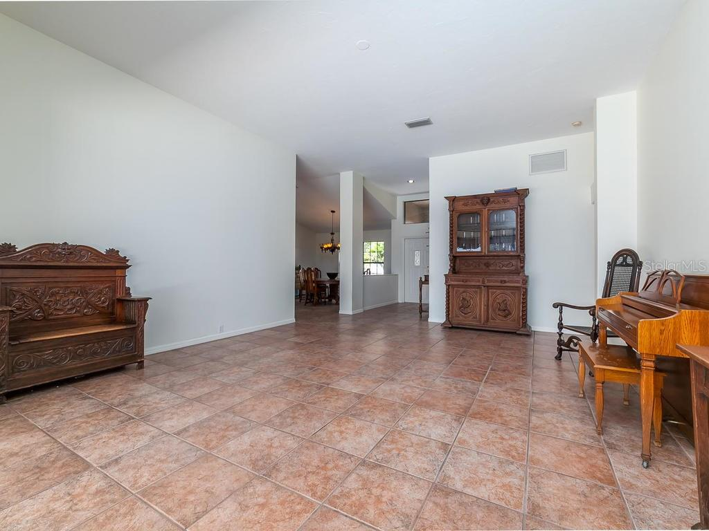 Single Family Home for sale at 4889 Fallcrest Cir, Sarasota, FL 34233 - MLS Number is A4183949