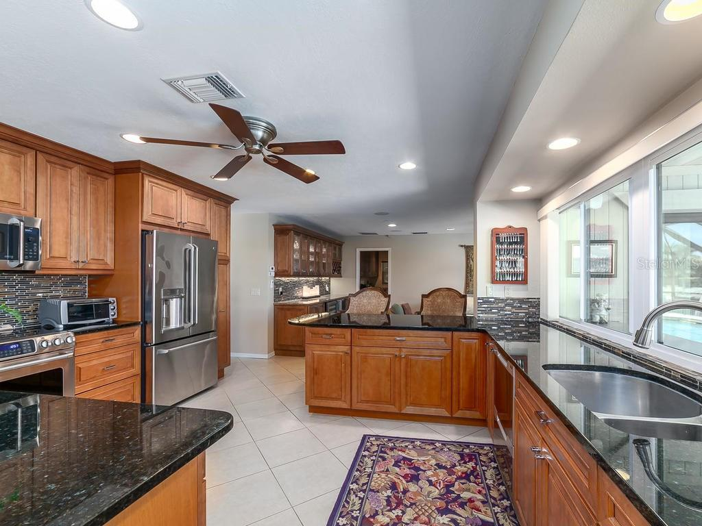 Kitchen - Single Family Home for sale at 551 Putting Green Ln, Longboat Key, FL 34228 - MLS Number is A4183977