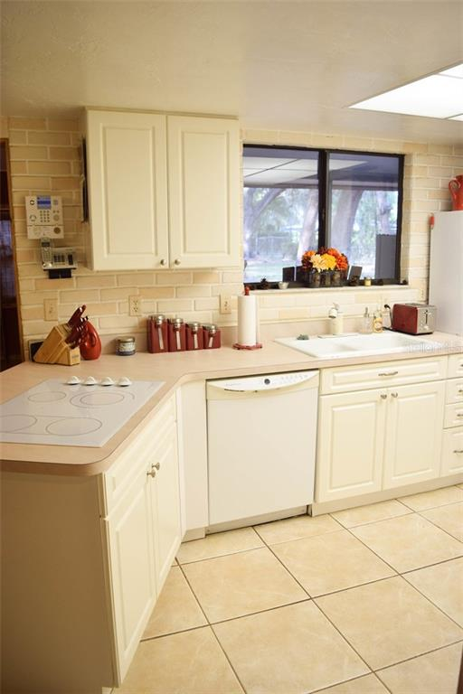 Kitchen - Single Family Home for sale at 1019 51st Ave E, Bradenton, FL 34203 - MLS Number is A4185257