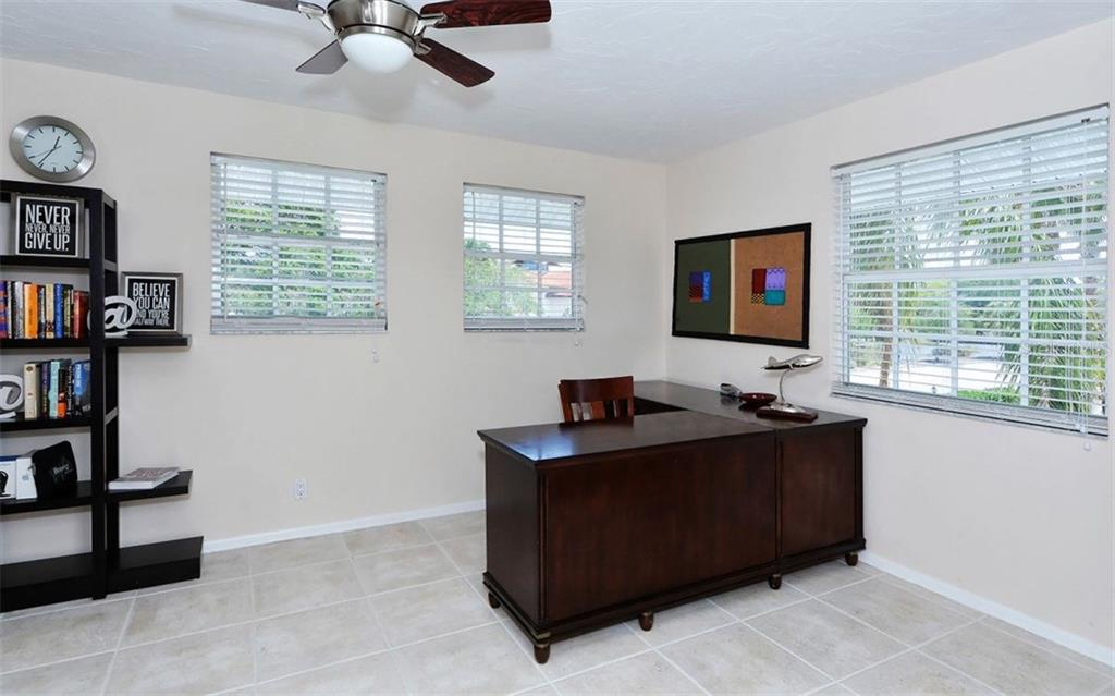 Single Family Home for sale at 1008 Glebe Ln, Sarasota, FL 34242 - MLS Number is A4185721