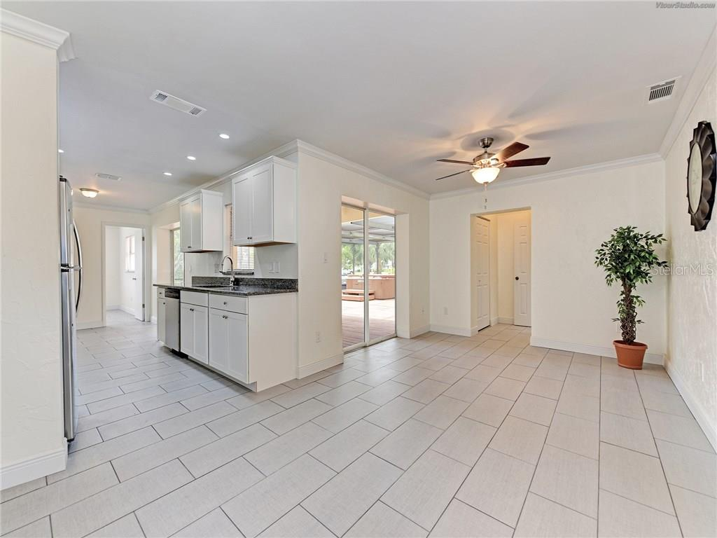 THE FAMILY ROOM CAN BE A GREAT DINING ROOM TOO - Single Family Home for sale at 916 W Shannon Ct, Venice, FL 34293 - MLS Number is A4187148