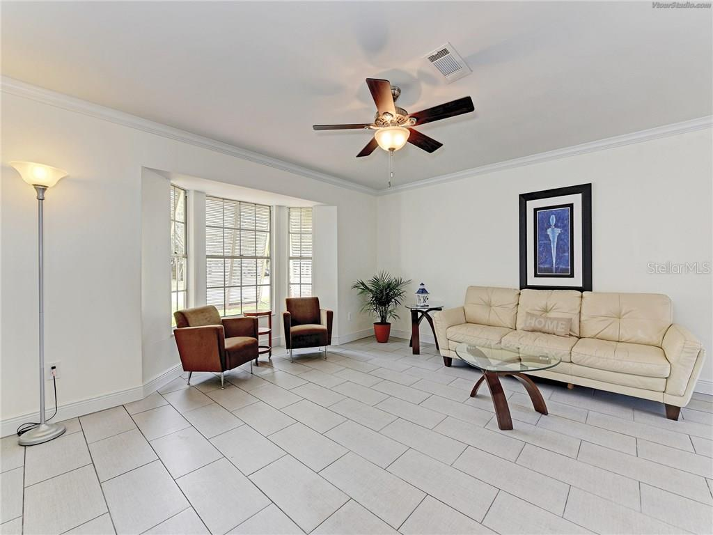 CLEAN AND INVITING LIVING AREA - Single Family Home for sale at 916 W Shannon Ct, Venice, FL 34293 - MLS Number is A4187148