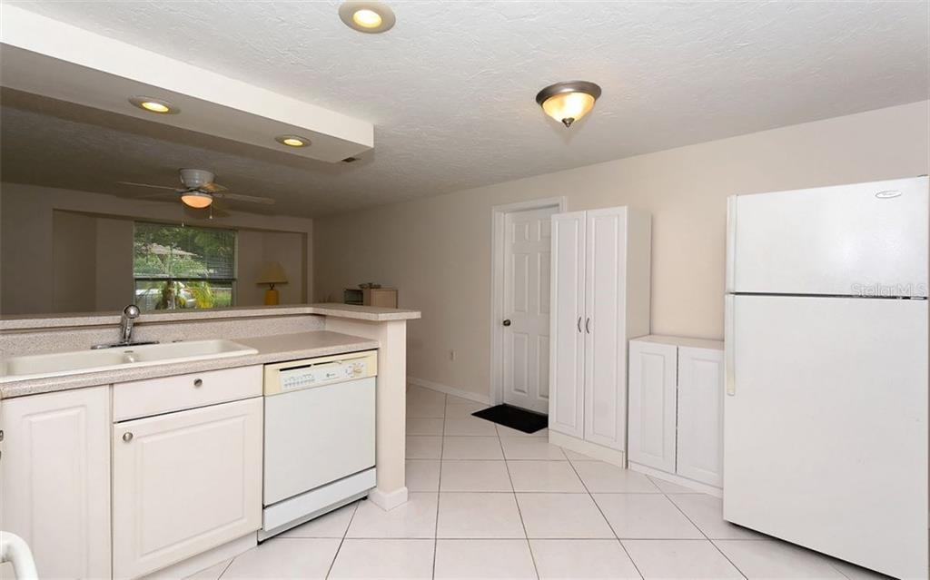 Single Family Home for sale at 3031 Kirby Ln, Sarasota, FL 34234 - MLS Number is A4187539