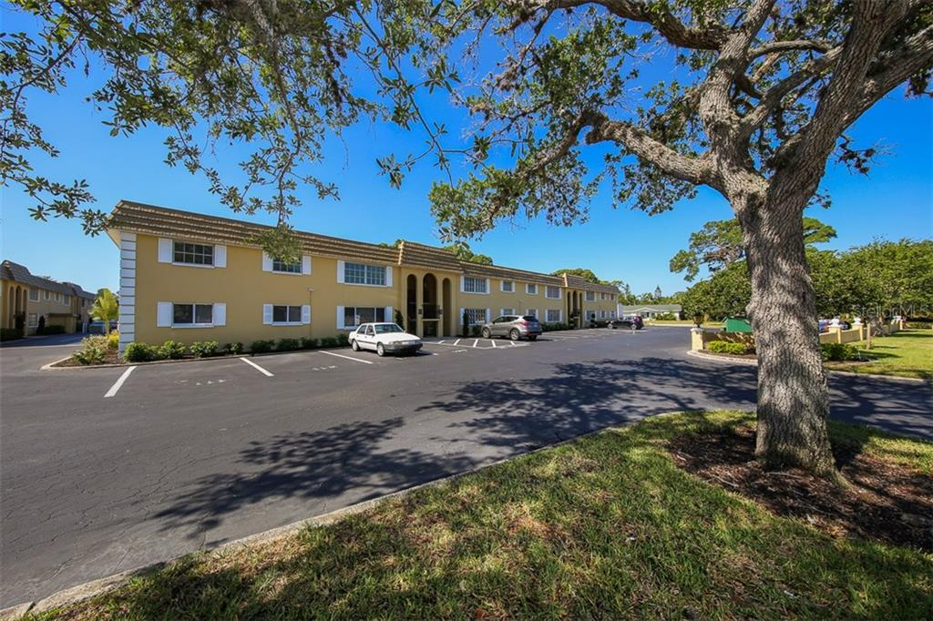 Building exterior - Condo for sale at 5800 Hollywood Blvd #113, Sarasota, FL 34231 - MLS Number is A4188016