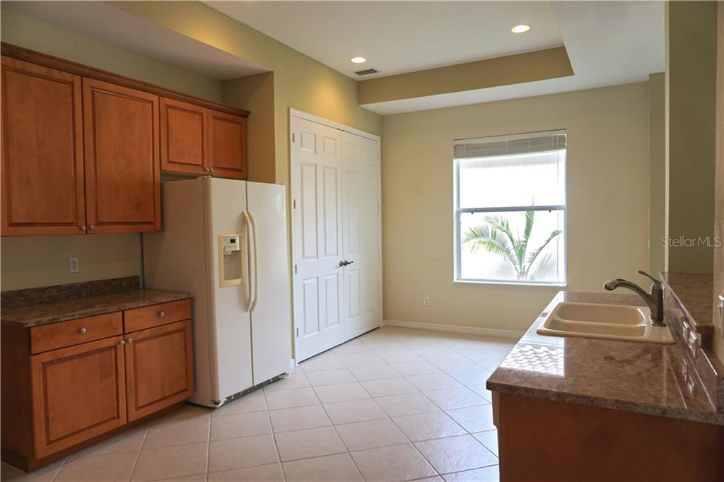 Single Family Home for sale at 4078 65th Pl E, Sarasota, FL 34243 - MLS Number is A4188079