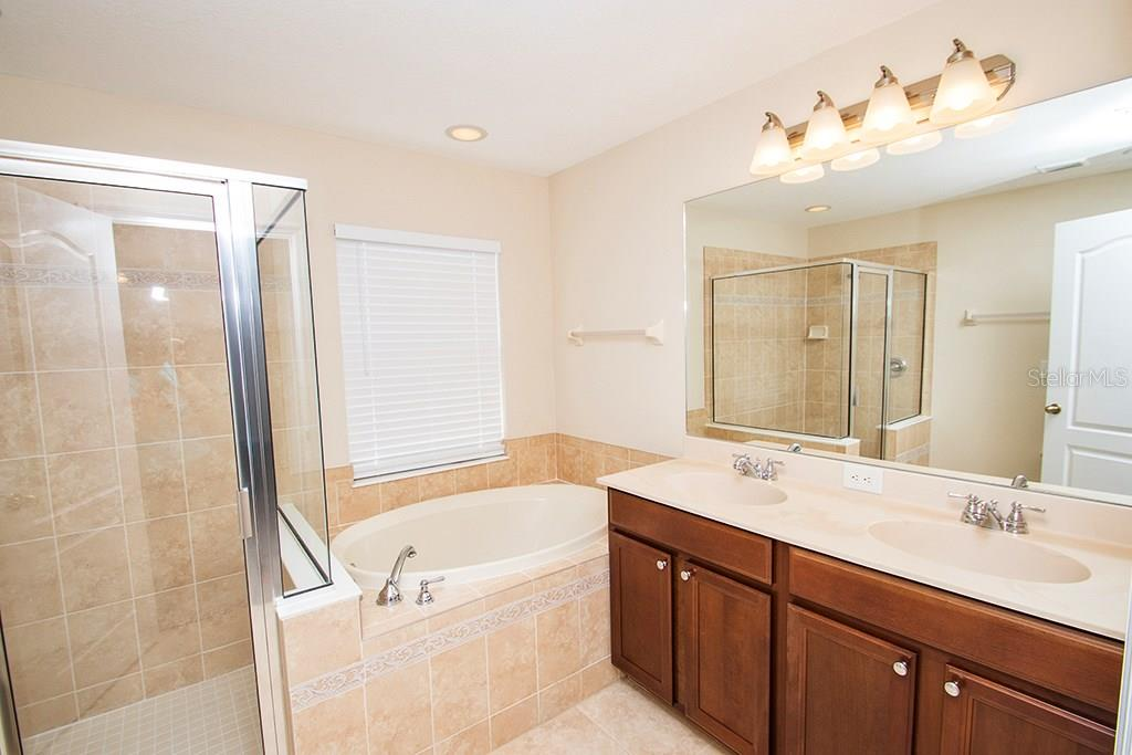 Beautiful master bath with separate shower and a soaker tub - Single Family Home for sale at 10212 37th Ct E, Parrish, FL 34219 - MLS Number is A4188756