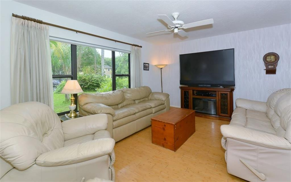 Single Family Home for sale at 1964 Par Pl, Sarasota, FL 34240 - MLS Number is A4190684