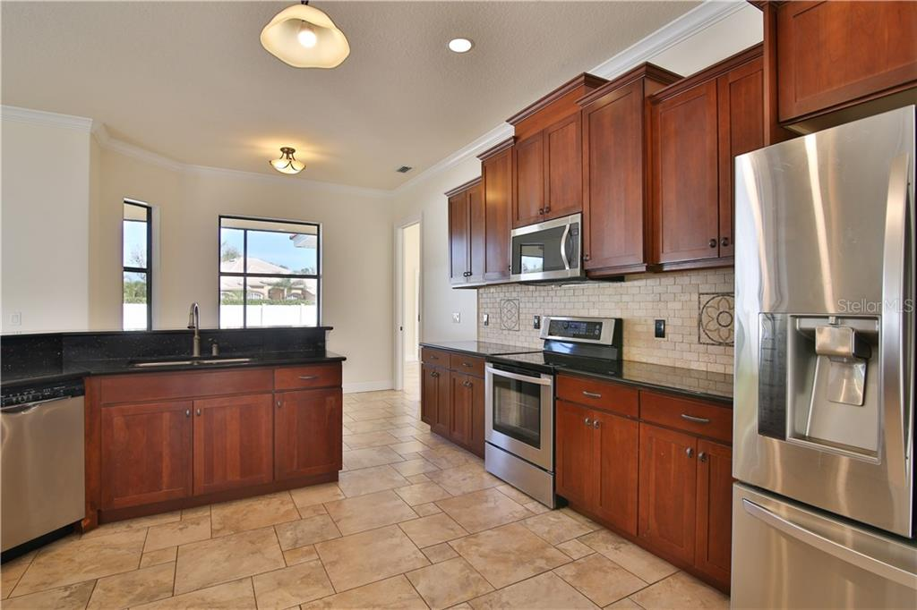 Elegant Kitchen with 42 in. Cabinets & Granite Countertops - Single Family Home for sale at 7662 Trillium Blvd, Sarasota, FL 34241 - MLS Number is A4190704
