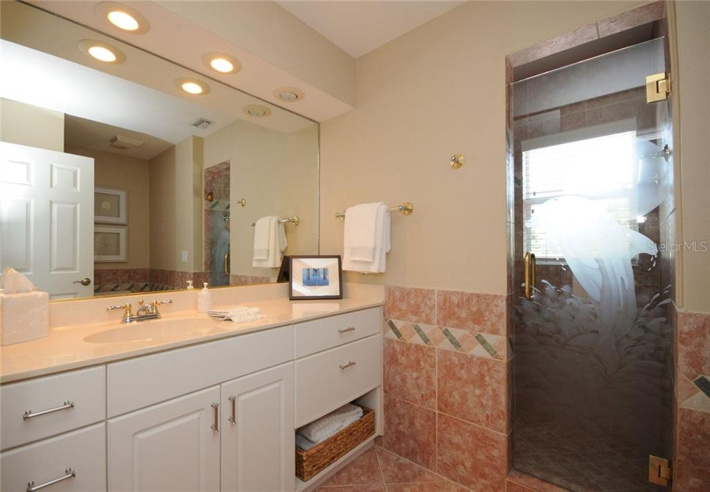 2nd bathroom - Single Family Home for sale at 424 Sorrento Dr, Osprey, FL 34229 - MLS Number is A4192630
