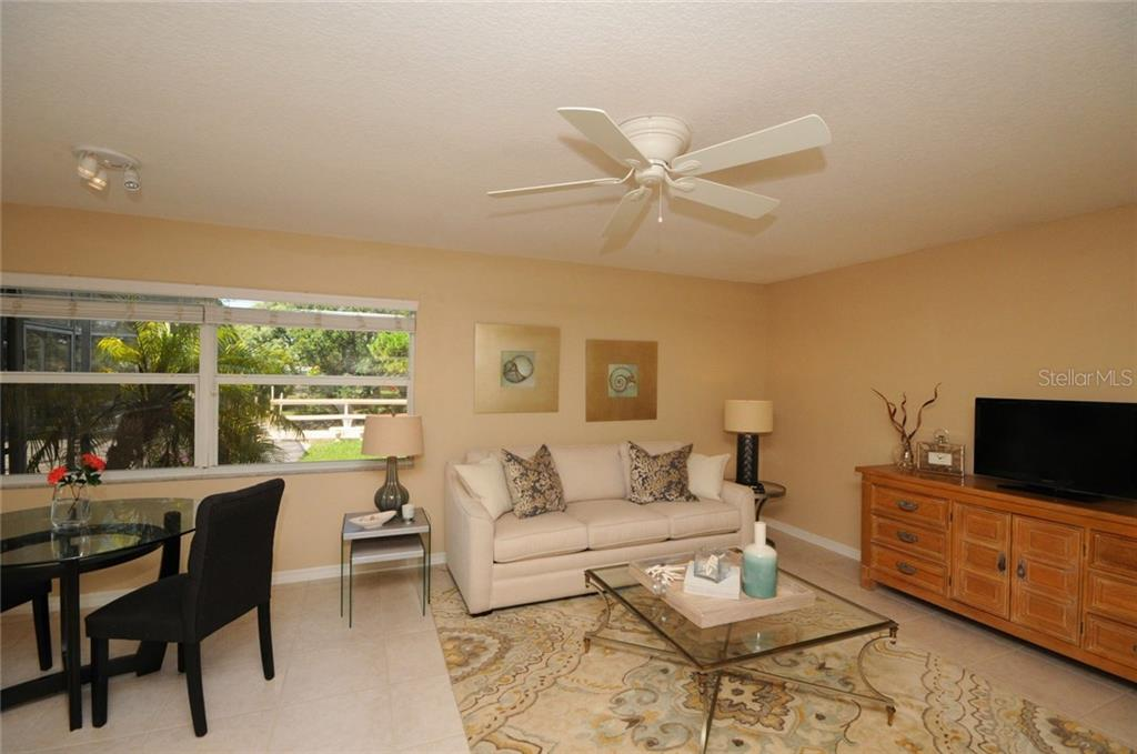 Family room - Single Family Home for sale at 424 Sorrento Dr, Osprey, FL 34229 - MLS Number is A4192630