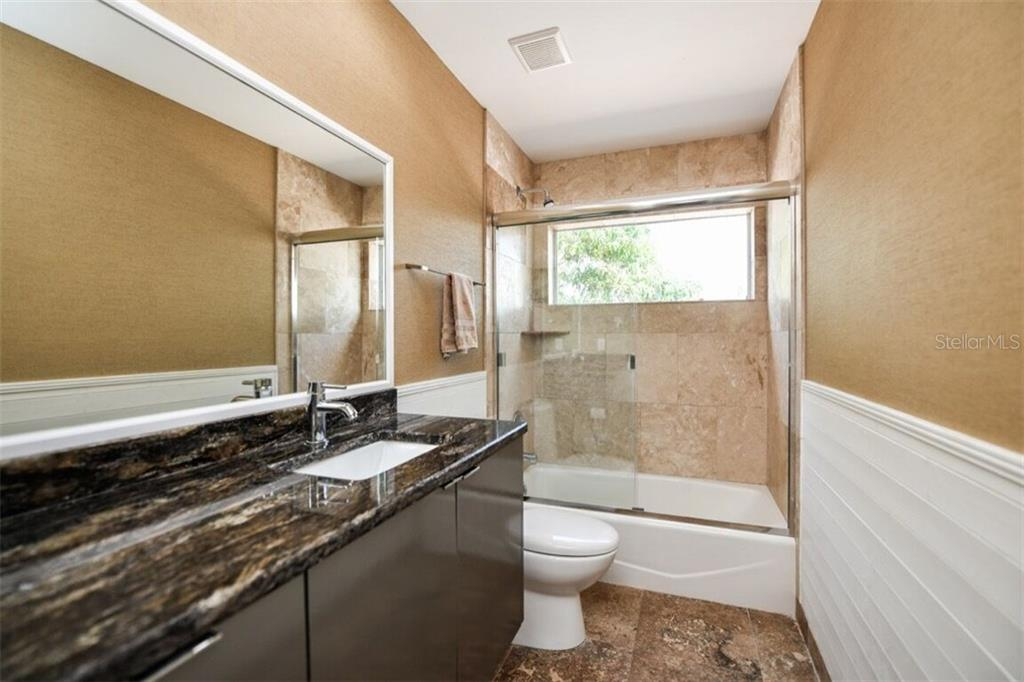Full bath #2 - Single Family Home for sale at 105 Seagull Ln, Sarasota, FL 34236 - MLS Number is A4197600