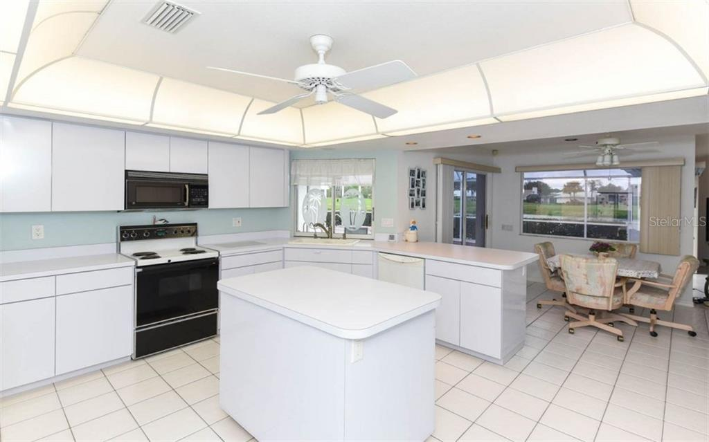 Oversized Kitchen - Single Family Home for sale at 1632 Valley Dr, Venice, FL 34292 - MLS Number is A4197771