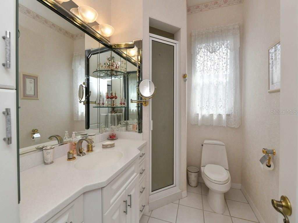 Bathroom 2 with walk in shower - Single Family Home for sale at 709 Sawgrass Bridge Rd, Venice, FL 34292 - MLS Number is A4201753