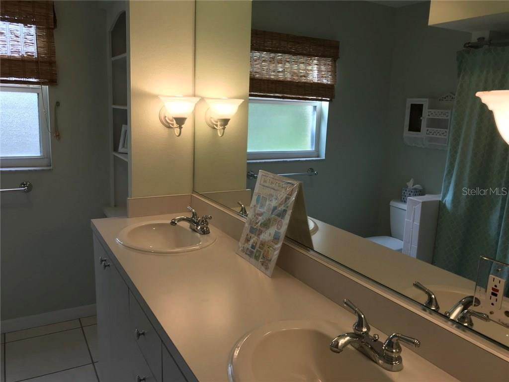 2nd bathroom with double sink vanity - Single Family Home for sale at 5530 Cape Leyte Dr, Sarasota, FL 34242 - MLS Number is A4209986