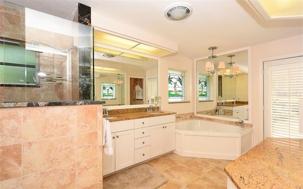 Master bath - Single Family Home for sale at 571 Khyber Ln, Venice, FL 34293 - MLS Number is A4210343