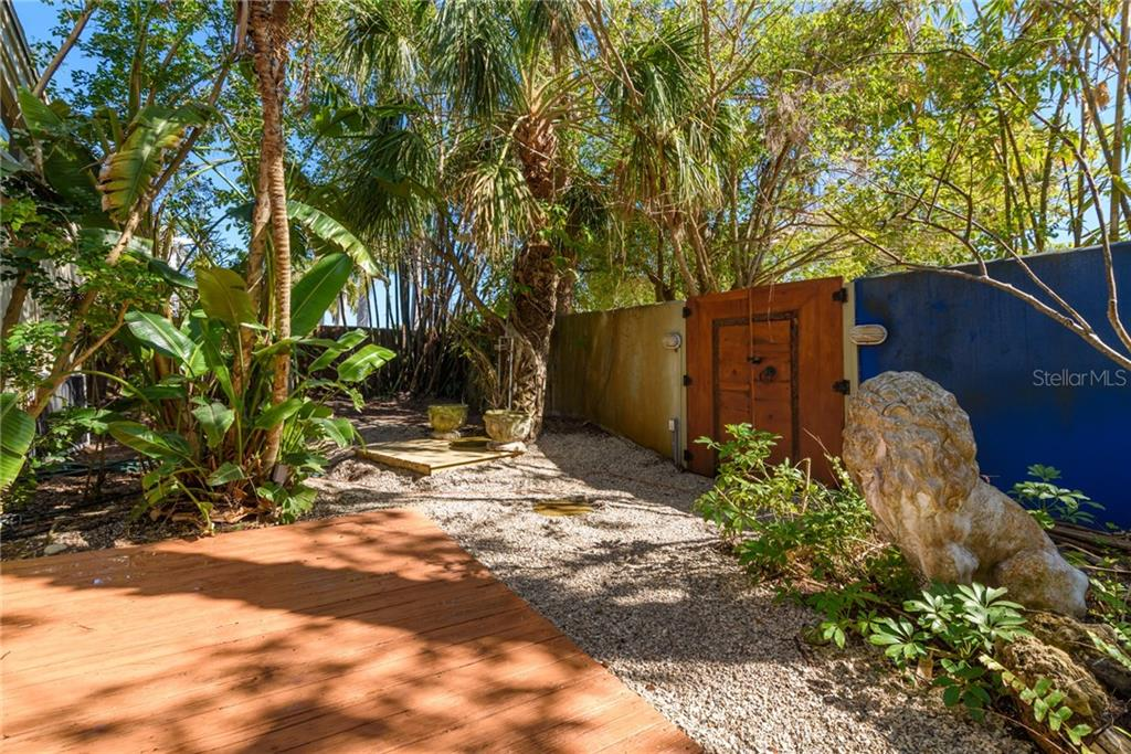 Single Family Home for sale at 1100 Westway Dr, Sarasota, FL 34236 - MLS Number is A4210931