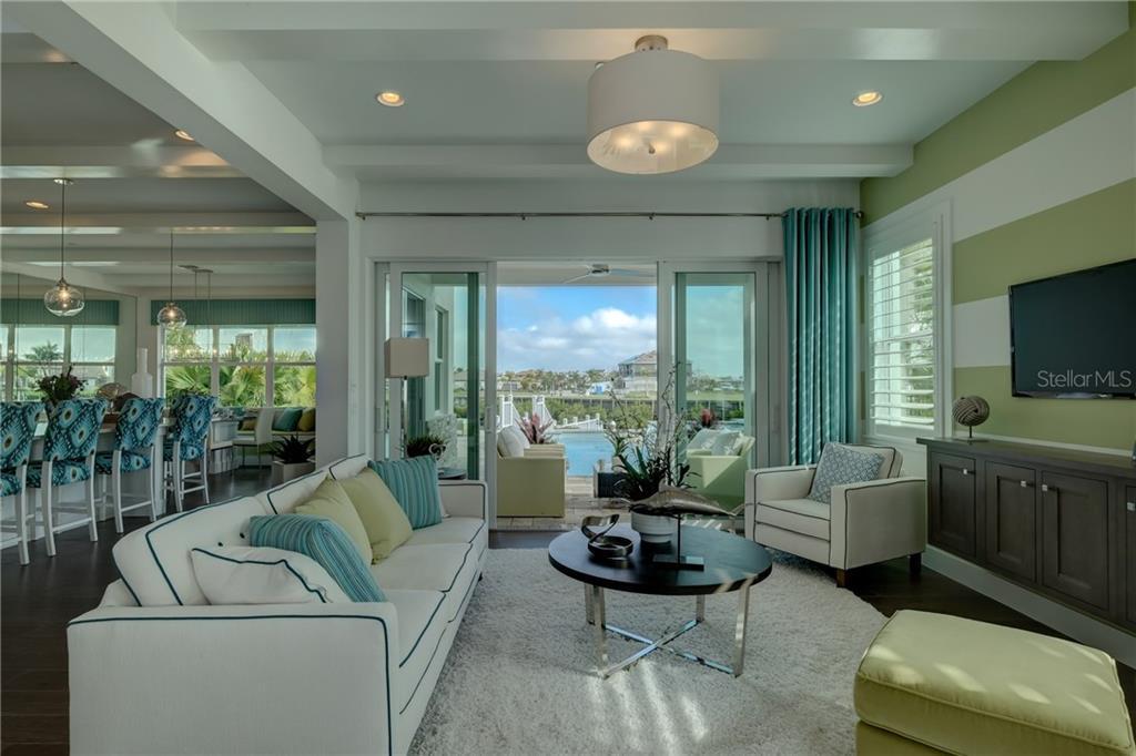40 40th Ave Ne Bradenton FL 40 MLS A42144037 Custom Decor And Design Bradenton Fl
