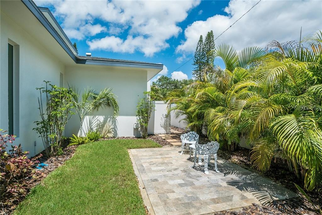 Upstairs bath - Single Family Home for sale at 1928 Rose St, Sarasota, FL 34239 - MLS Number is A4401418