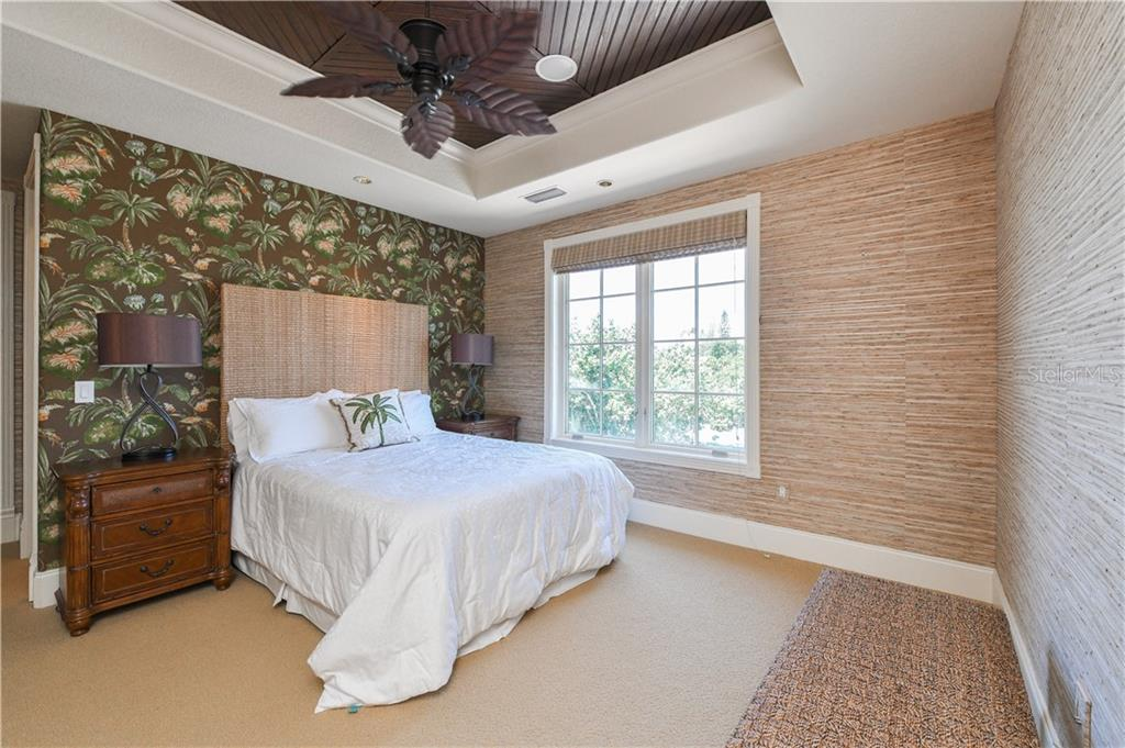 Guest Bedroom with private bath - Single Family Home for sale at 506 Venice Ln, Sarasota, FL 34242 - MLS Number is A4402493