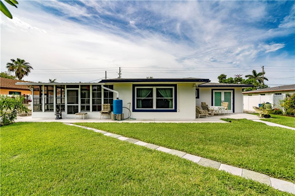 Single Family Home for sale at 9011 Kingston Rd, Bradenton, FL 34210 - MLS Number is A4402527