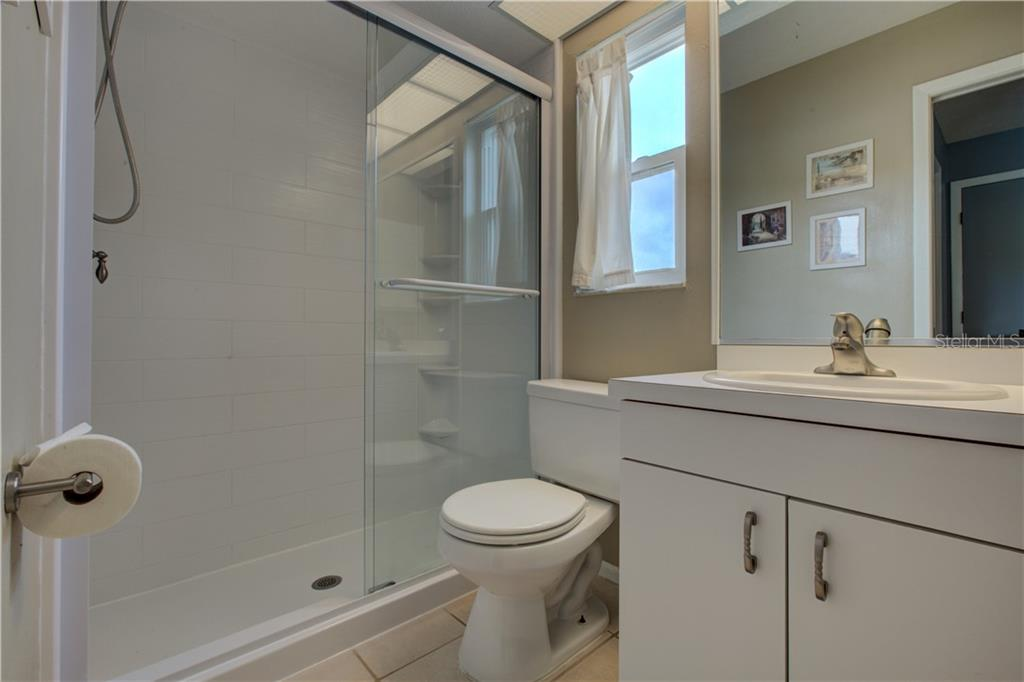 Master Bathroom - Single Family Home for sale at 6216 65th Pl E, Palmetto, FL 34221 - MLS Number is A4402661