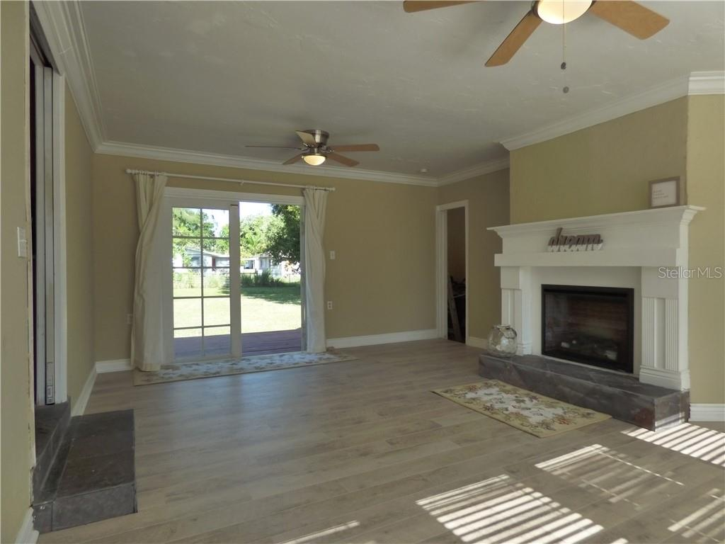 Single Family Home for sale at 1802 26th St W, Bradenton, FL 34205 - MLS Number is A4402735