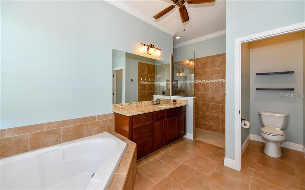 Master Ensuite Bath - Single Family Home for sale at 533 Mast Dr, Bradenton, FL 34208 - MLS Number is A4402963