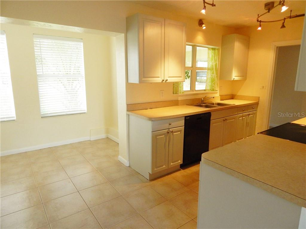 Single Family Home for sale at 2114 Lee Ln, Sarasota, FL 34231 - MLS Number is A4405999