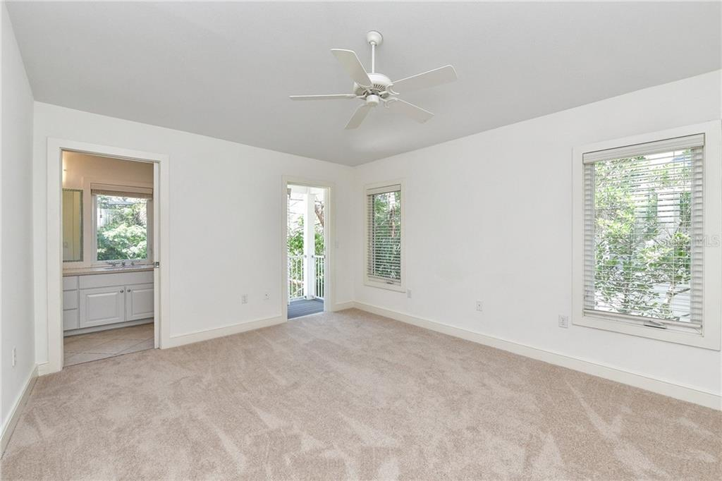 Single Family Home for sale at 5131 Oxford Dr, Sarasota, FL 34242 - MLS Number is A4408293