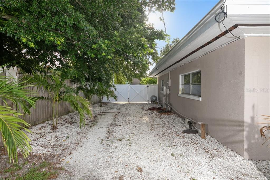 Single Family Home for sale at 73 47th St Nw, Bradenton, FL 34209 - MLS Number is A4410832