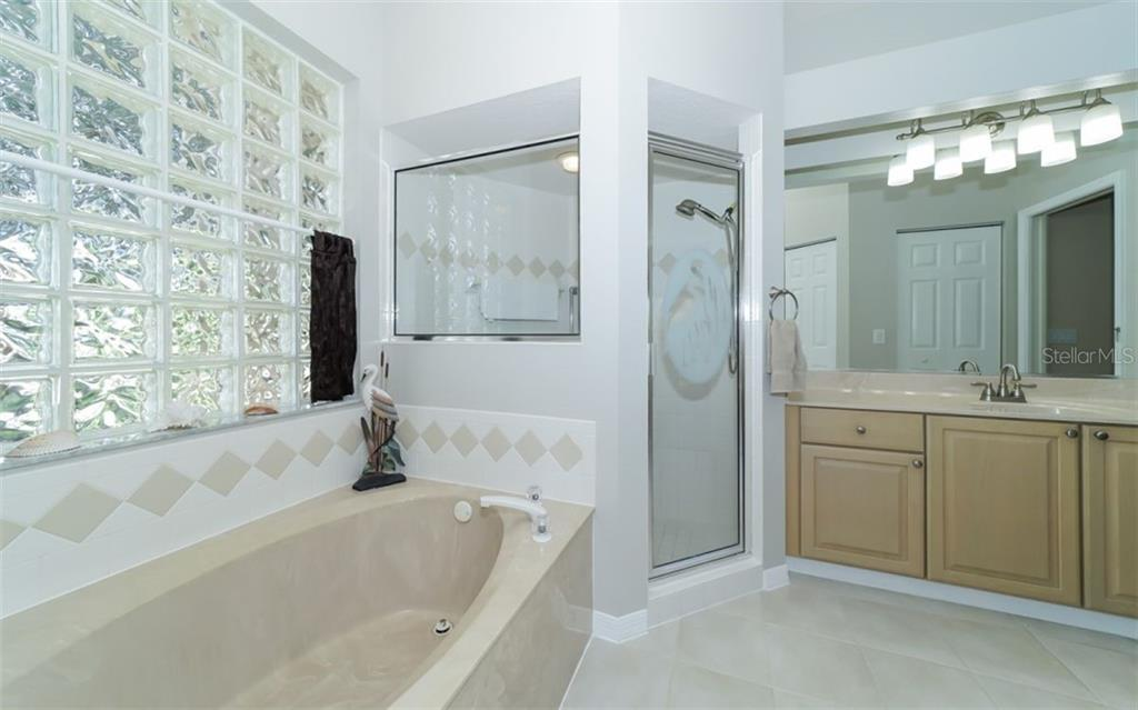 Master bath with soaking tub and shower. - Single Family Home for sale at 7808 48th Pl E, Bradenton, FL 34203 - MLS Number is A4410843
