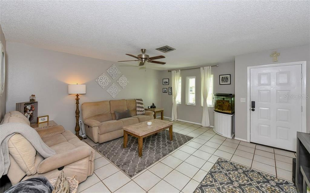 Single Family Home for sale at 255 Durian Rd, Venice, FL 34293 - MLS Number is A4410932