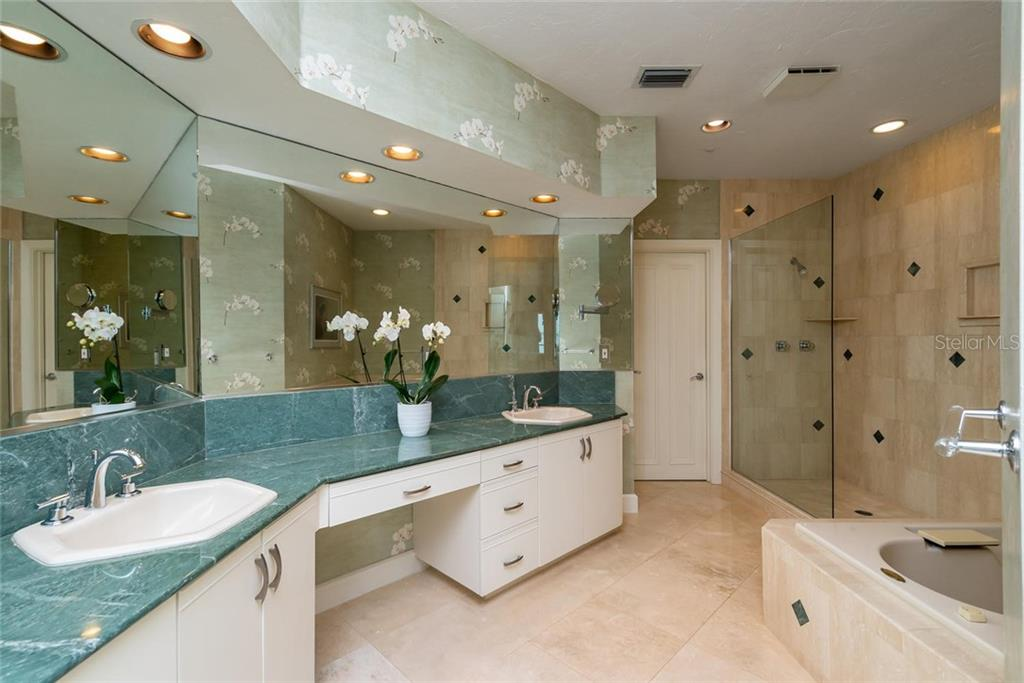 Expansive master en-suite with dual sinks and vanity, separate walk-in shower and Jacuzzi soaking tub and private W/C. - Condo for sale at 340 Gulf Of Mexico Dr #116, Longboat Key, FL 34228 - MLS Number is A4411000