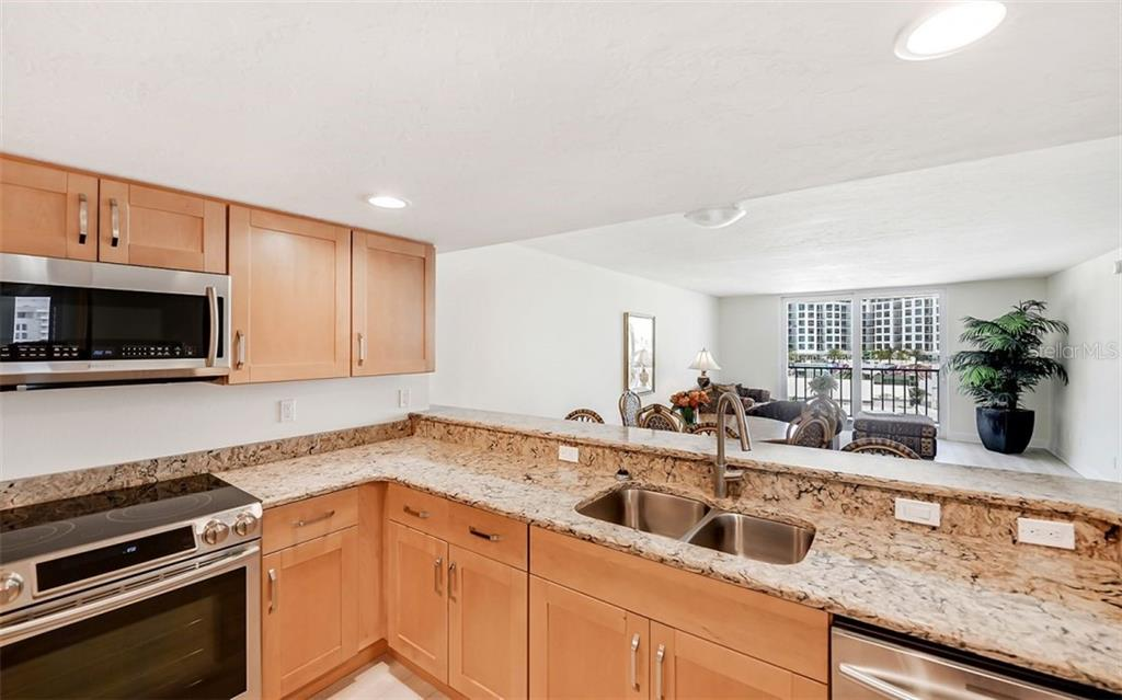 Community Pool & common area. - Condo for sale at 101 S Gulfstream Ave #10e, Sarasota, FL 34236 - MLS Number is A4411807