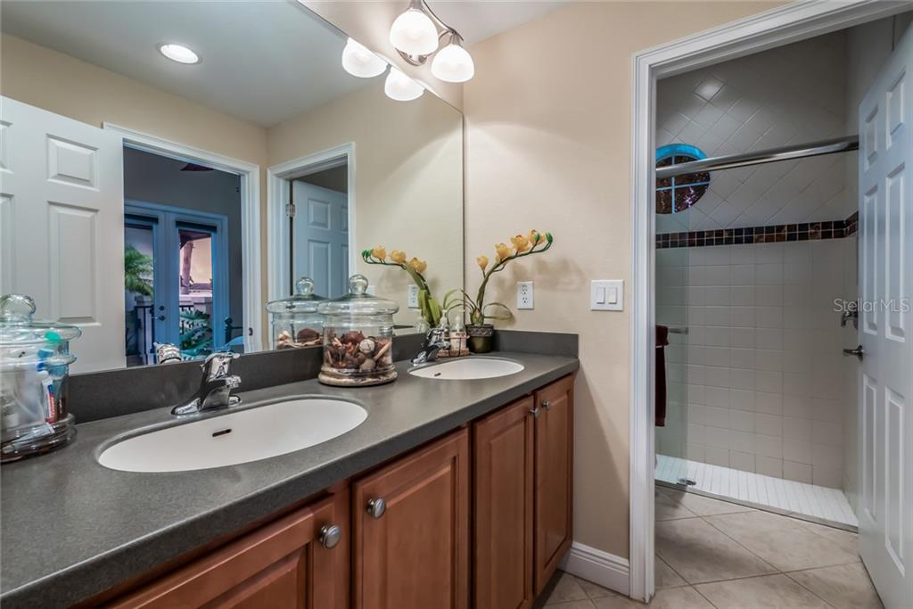 Bathroom 2 - Single Family Home for sale at 5114 Lake Overlook Ave, Bradenton, FL 34208 - MLS Number is A4412194